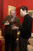 Michael Moorcock and Steve Aylett, Michael Moorcock bok party. Brondesbury Rd. London. 17 January 2006. January 2006.  ONE TIME USE ONLY - DO NOT ARCHIVE  © Copyright Photograph by Dafydd Jones 66 Stockwell Park Rd. London SW9 0DA Tel 020 7733 0108 www.dafjones.com