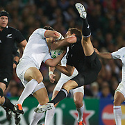 Israel Dagg, New Zealand, does the splits as he challenges for the ball with Damien Traille, France, during the New Zealand V France Final at the IRB Rugby World Cup tournament, Eden Park, Auckland, New Zealand. 23rd October 2011. Photo Tim Clayton...