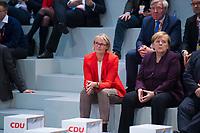 DEU, Deutschland, Germany, Leipzig, 22.11.2019: Bundesbildungsministerin Anja Karliczek (CDU) und Bundeskanzlerin Dr. Angela Merkel (CDU) beim Bundesparteitag der CDU in der Messe  Leipzig.