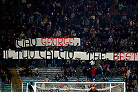 Fotball<br /> Serie A Italia<br /> Foto: Graffiti/Digitalsport<br /> NORWAY ONLY<br /> <br /> Roma 27/11/2005 <br /> <br /> Roma v Fiorentina 1-1<br /> <br /> Roma supporters show a banner dedicated to deceased former Manchester United player George Best, saying 'Bye George, your soccer... the Best'