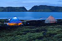 Ágústkvöld við tjaldbúðir á Langasjó. Nightfall by lake Langisjor.