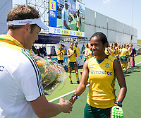 THE HAGUE - South Africa (RSA) vs England. Sulette Damons plays her 150th cap . left teammanager Sheldon Rostron.  COPYRIGHT KOEN SUYK
