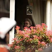 Schietpartij Hilvertsweg 17 Hilversum, KLPD politieagent Frans Nijhoff pleegt zelfmoord na doodschieten vrouw en kinderen.buurvrouw, emotie, motoragent
