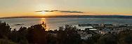 Francia, Sète: Tramonto sulla laguna di than e la sua città dal monte Saint Claire.     France, Sete: Sunset on the lagoon and his city from the mountain Saint Claire.
