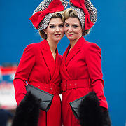 08.10.17.            <br /> Pictured at Limerick Racecourse for the  Keanes Most Stylish Lady competition were twins, Davinia and Dawn Knight. Picture: Alan Place