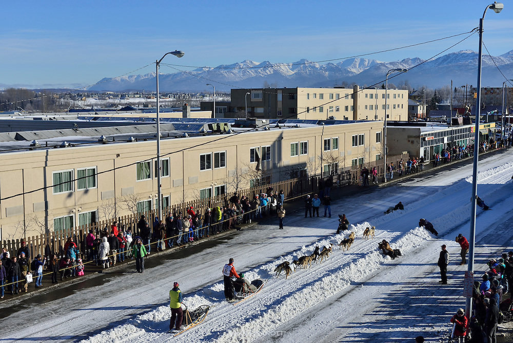 Linwood Fiedler sets out from Anchorage, in the 2014 Iditarod race.