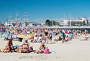 Gdynia, (woj. pomorskie) 21.07.2016. Plaża miejska w Gdyni.