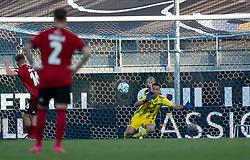 Pep Biel (FC København) passerer Thomas Mikkelsen (Lyngby Boldklub) på straffespark til 1-3 under kampen i 3F Superligaen mellem Lyngby Boldklub og FC København den 1. juni 2020 på Lyngby Stadion (Foto: Claus Birch).