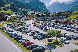 THEMENBILD - Autos von Touristen am Parkplatz der Maiskogelbahn, aufgenommen am 07. August 2020 in Kaprun, Österreich // Tourist cars at the parking lot of the Maiskogelbahn, Kaprun, Austria on 2020/08/07. EXPA Pictures © 2020, PhotoCredit: EXPA/ JFK