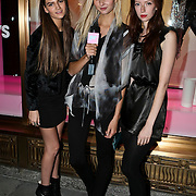 USA/New York/20090910 - Rodrigo Otazu krijgt eigen deel in henri bendel winkel op Fifth Avenenue in New York, from left to right, Shopie Hirschfelder, Lykke Jeppesen, Frances Parsons