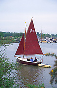 AREHY6 Small sailing boat with red sail River Deben, Melton, Suffolk, England