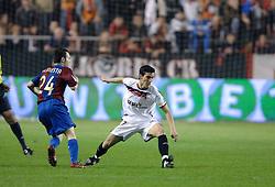 03-03-2007 VOETBAL: SEVILLA FC - BARCELONA: SEVILLA  <br /> Sevilla wint de topper met Barcelona met 2-1 / Alejandro Alfaro Ligero en Andres Iniesta - boarding unibet.com<br /> ©2006-WWW.FOTOHOOGENDOORN.NL