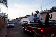 Autodifesa alla ricerca dei Cavalieri Templari rimasti a Los Reyes dopo la liberazione. A differenza di altre località dello stato, a Los Reyes non si usano giubbotti anti proiettili.