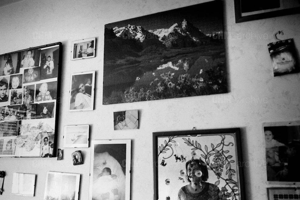 Una donna mostra l'interno della sua casa nel quartiere di Tor Sapienza. Roma 21 novembre 2014.  Christian Mantuano / OneShot
