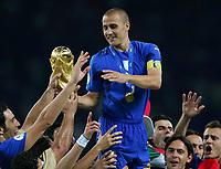 Fotball<br /> VM 2006<br /> Finale<br /> Frankrike v Italia<br /> 09.07.2006<br /> Foto: Witters/Digitalsport<br /> NORWAY ONLY<br /> <br /> Fabio Cannavaro mit dem WM Pokal Italien Weltmeister 2006<br /> Fussball WM 2006 Finale Italien - Frankreich 6:5 n.E.