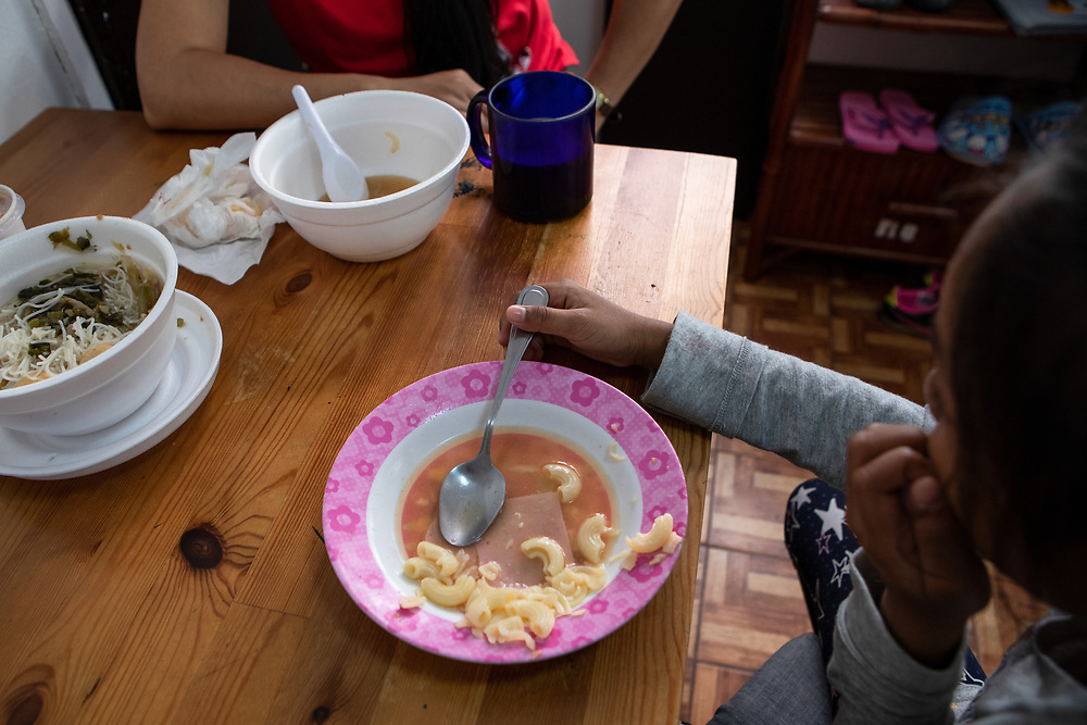 Vanessa Mae Rodel, 42, and her seven-year-old daughter Keana Nihinsa, eat a late breakfast at their home in Hong Kong, on March 21, 2019. / Photo: Maria de la Guardia
