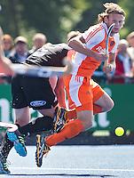 UTRECHT - Bob de Voogd aan de bal, zondag tijdens de oefenwedstrijd tussen Nederland en Nieuw Zeeland mannen. (3-2). COPYRIGHT KOEN SUYK