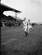 O'Boyle, C. (Strabane A.C.) winning one mile flat at NACA Championships at Iveagh Grounds, Crumlin<br /> 06/07/1952