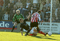 Fotball<br /> England 2004<br /> 13.11.2004<br /> Foto: SBI/Digitalsport<br /> NORWAY ONLY<br /> <br /> Hayes v Wrexham <br /> FA Cup Round One<br /> <br /> Jon Case went closest for Hayes in the first half only to see his shot stopped by the Wrexham defender
