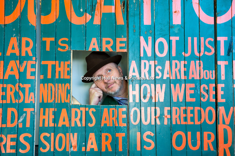 """1 August 2017: Artist Bob & Roberta Smith with his artworks including a sign above Hull School of Art and Design - """"This is a Centre for Freedom of Expression"""". It is part of the Hull2017 City of Culture visual art series Look Up.<br /> Picture: Sean Spencer/Hull News & Pictures Ltd<br /> 01482 210267/07976 433960<br /> www.hullnews.co.uk         sean@hullnews.co.uk"""