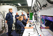 Koning brengt werkbezoek aan de Koninklijke Marine