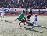 Fotball , 2.runde NM<br /> 06.05.15<br /> Gjøvik  Stadion<br /> Gjøvik-Lyn v Vålerenga 1-0<br /> Foto : Dagfinn Limoseth , Digitalsport<br /> Rasmus Lindkvist , Vålerenga mot Ismael Diarra Diawara , Gjøvik Lyn