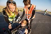 Aniek Rooderkerken stapt uit de Velox 7 tijdens de vijfde racedag. Het Human Power Team Delft en Amsterdam, dat bestaat uit studenten van de TU Delft en de VU Amsterdam, is in Amerika om tijdens de World Human Powered Speed Challenge in Nevada een poging te doen het wereldrecord snelfietsen voor vrouwen te verbreken met de VeloX 7, een gestroomlijnde ligfiets. Het record is met 121,81 km/h sinds 2010 in handen van de Francaise Barbara Buatois. De Canadees Todd Reichert is de snelste man met 144,17 km/h sinds 2016.<br /> <br /> With the VeloX 7, a special recumbent bike, the Human Power Team Delft and Amsterdam, consisting of students of the TU Delft and the VU Amsterdam, wants to set a new woman's world record cycling in September at the World Human Powered Speed Challenge in Nevada. The current speed record is 121,81 km/h, set in 2010 by Barbara Buatois. The fastest man is Todd Reichert with 144,17 km/h.