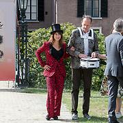 NLD/Doorn/20180824 -  Beatrix opent tentoonstelling 'Verzet en Verdriet in Beeld', Ellen ten Damme en Vincent Bijlo
