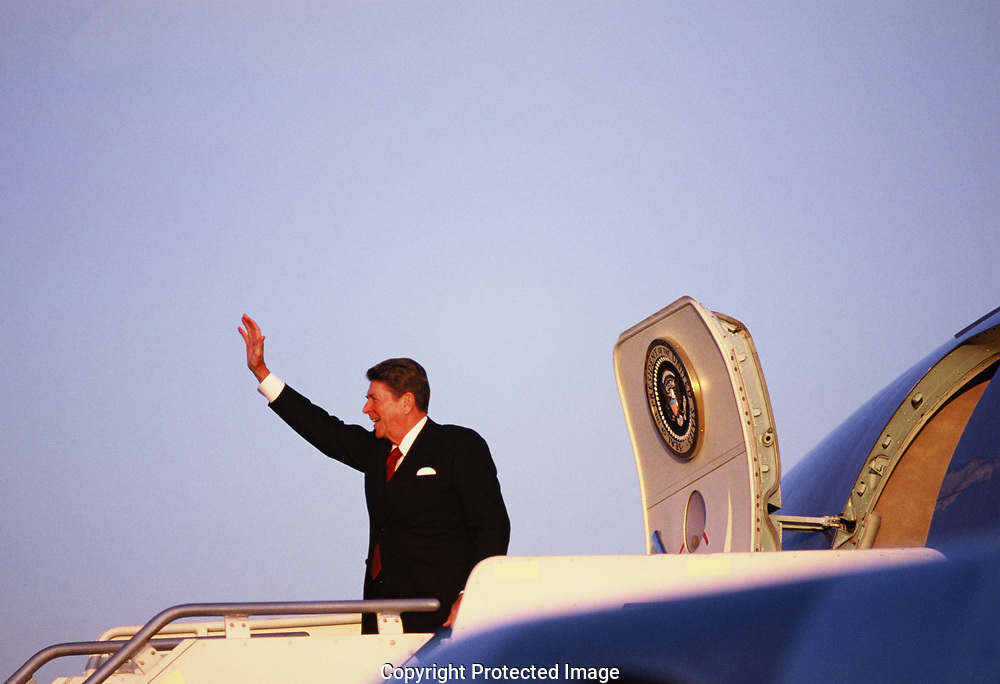 President rpnal Reagan waves farewell in Minneopolis in June 1983<br /><br />Photograph by Dennos Brack  bb77