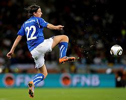 14.06.2010, Cape Town Stadium, Kapstadt, RSA, FIFA WM 2010, Italien vs Paraguay im Bild Riccardo Montolivo (Italia), EXPA Pictures © 2010, PhotoCredit: EXPA/ InsideFoto/ G. Perottino, ATTENTION! FOR AUSTRIA AND SLOVENIA ONLY!!! / SPORTIDA PHOTO AGENCY