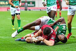 Ed Kennedy of Scarlets scores a try<br /> <br /> Photographer Craig Thomas/Replay Images<br /> <br /> Guinness PRO14 Round 3 - Scarlets v Benetton Treviso - Saturday 15th September 2018 - Parc Y Scarlets - Llanelli<br /> <br /> World Copyright © Replay Images . All rights reserved. info@replayimages.co.uk - http://replayimages.co.uk