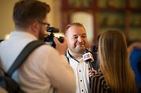 DEU, Deutschland, Germany, Werder, 30.08.2019: Damian Lohr, Chef der AfD-Nachwuchsorganisation Junge Alternative (JA), bei einem Interview für Junge Alternative TV auf der Wahlparty der Partei Alternative für Deutschland (AfD) auf der Bismarckhöhe in Werder/Havel.