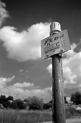 """Il mare piccolo Ë un mare artificiale che fu fatto realizzare da re Ferdinando I di Napoli nel 1481. Per questo Taranto Ë conosciuta come """"la citt? dei due mari"""", il Mare Grande e, appunto, il Mare Piccolo. Nel seno del Mare Piccolo inizia la coltivazione dei mitili (le cozze""""), favorita dalla presenza dei c.d. citri, ovvero """"sorgenti di acqua dolce che sboccano dalla crosta sottomarina [e che] rappresentano lo sbocco naturale di quei corsi d'acqua che in epoche assai remote hanno dato origine alle gravine in Puglia, e che scomparsi oggi dalla superficie scorrono in reti idrografiche sotterranee sfociando nel Mar Ionio e nel Mare Adriatico..Nell'entroterra, in prossimit? di una parte della ferrovia dismessa, Ë presente l'indicazione del metanodotto dell'Enel"""