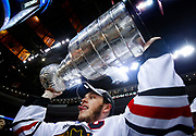 Chicago Blackhawks captain Jonathan Toews holds up the Stanley Cup after defeating the Philadelphia Flyers in Game 6 of the NHL Stanley Cup final hockey series in Philadelphia, June 9, 2010. REUTERS/Jim Young