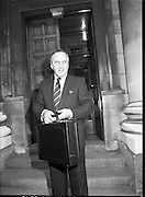 Albert Reynolds Presents Budget   (R95)..1989..25.01.1989..01.25.1989.25th January 1989..Today saw the presentation of the Budget of Albert Reynolds,TD, Minister for Finance. Mr Reynolds will present his budget to the Dáil this afternoon..Albert Reynolds, Minister for Finance, poses for pictures outside the Department of Finance,clutching the case containing the final budget draft.