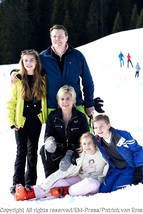 Fotosessie met de koninklijke familie in Lech /// Photoshoot with the Dutch royal family in Lech .<br /> <br /> Op de foto/ On the photo:  Prinses Laurentien en Prins Constantijn met haar kinderen Prinses Eloise , Prins Claus-Casimir , Prinses Leonore