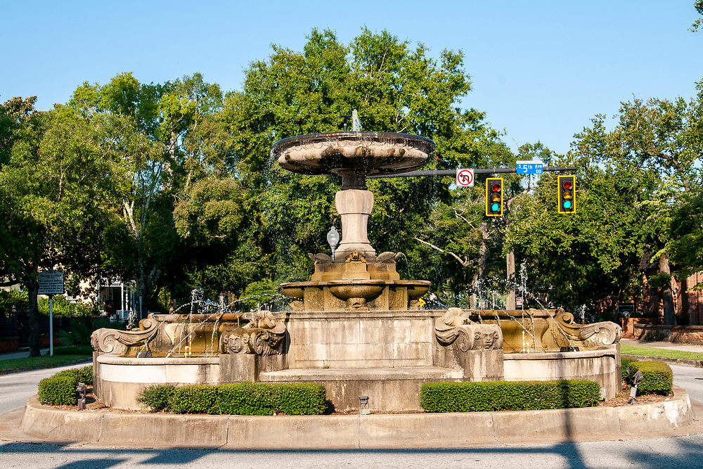 Kenan Fountain dominates the intersection between Market Street and 5th Avenue in downtown Wilmington, North Carolina on Wednesday, August 11, 2021. Copyright 2021 Jason Barnette