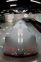 FORMEL 1: GP von Spanien, Barcelona, 08.05.2010<br /> Garage von McLaren, Illustration, Karosserie, Bolide, Rennwagen<br /> © pixathlon