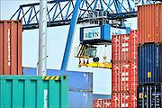 Nederland, Nijmegen, 5-8-2015 Containerterminal Nijmegen, BCTN, container terminal, aan de Waal. Dit was in 1987 de eerste terminal van de bctn, binnenlandse container terminals. Er worden containers gelost met de kraan, containerkraan. Foto: Flip Franssen/HH