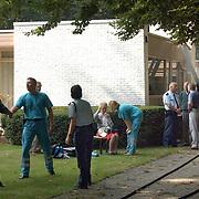 Brand Crailoseweg 130 Huizen, bewoonster beademt in de tuin
