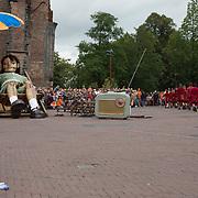 NLD/Leeuwarden/20180818 - De Reuzen van Royal de Luxe trekken door Leeuwarden, Het Kleine Reuze Meisje