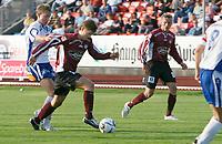 Fotball<br /> Adeccoligaen<br /> 20.08.2006<br /> Haugesund v Sogndal<br /> Foto: Jan Kåre Ness, Digitalsport<br /> <br /> Mats Solheim på Sogndal  i duell med Haugesunds Kevin Nicol