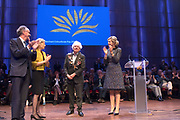 Uitreiking Prins Bernhard Cultuurfonds Prijs 2017 in Muziekgebouw aan 't IJ, Amsterdam.Het Cultuurfonds kent deze oeuvreprijs jaarlijks toe aan een persoon of instelling ( dit jaar Geert Mak ) met een grote staat van dienst op het gebied van cultuur, natuur of wetenschap in Nederland. <br /> <br /> Presentation of Prins Bernhard Cultuurfonds Award 2017 in Muziekgebouw aan 't IJ, Amsterdam. The Cultuurfonds awards this oeuvre prize annually to a person or institution (this year Geert Mak) with a great track record in the field of culture, nature or science in the Netherlands. <br /> <br /> Op de foto:  Schrijver en historicus Geert Mak heeft in Muziekgebouw aan het IJ uit handen van koningin Máxima de Prins Bernhard Cultuurfonds Prijs ontvangen.<br /> <br /> Writer and historian Geert Mak has received the Prins Bernhard Cultuurfonds Prize from Queen Máxima in Muziekgebouw aan het IJ.