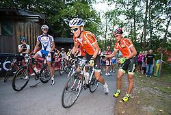 16.08.2013, Tristach, AUT, ECCO Benetton Sprint 2013, im Bild der führende Mountainbiker an seinen Partner mit dem Rennrad. EXPA Pictures © 2013, PhotoCredit: EXPA/ Johann Groder