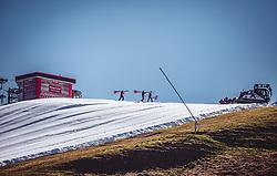THEMENBILD - Mitarbeiter der Bergbahnen präparieren die Skipiste, aufgenommen am 12. Oktober 2018, Jochberg, Österreich // Staff of the mountain railways prepare the ski slope on 2018/10/12, Ort, Austria. EXPA Pictures © 2018, PhotoCredit: EXPA/ Stefanie Oberhauser
