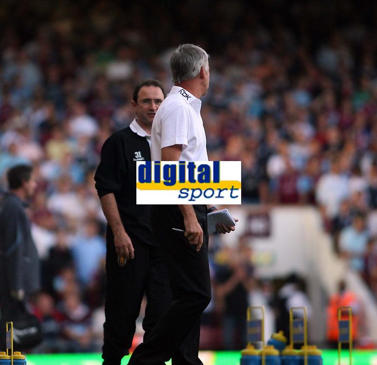 Photo: Chris Ratcliffe.<br /> West Ham United v Aston Villa. The Barclays Premiership. 10/09/2006.<br /> Martin O'Neill of Aston Villa argues with Alan Pardew.