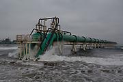 Una tubería en el mar, esta succiona agua para el generador eléctrico de Aes Gener. <br /> <br /> Ventanas, Chile.26 de agosto de 2018.