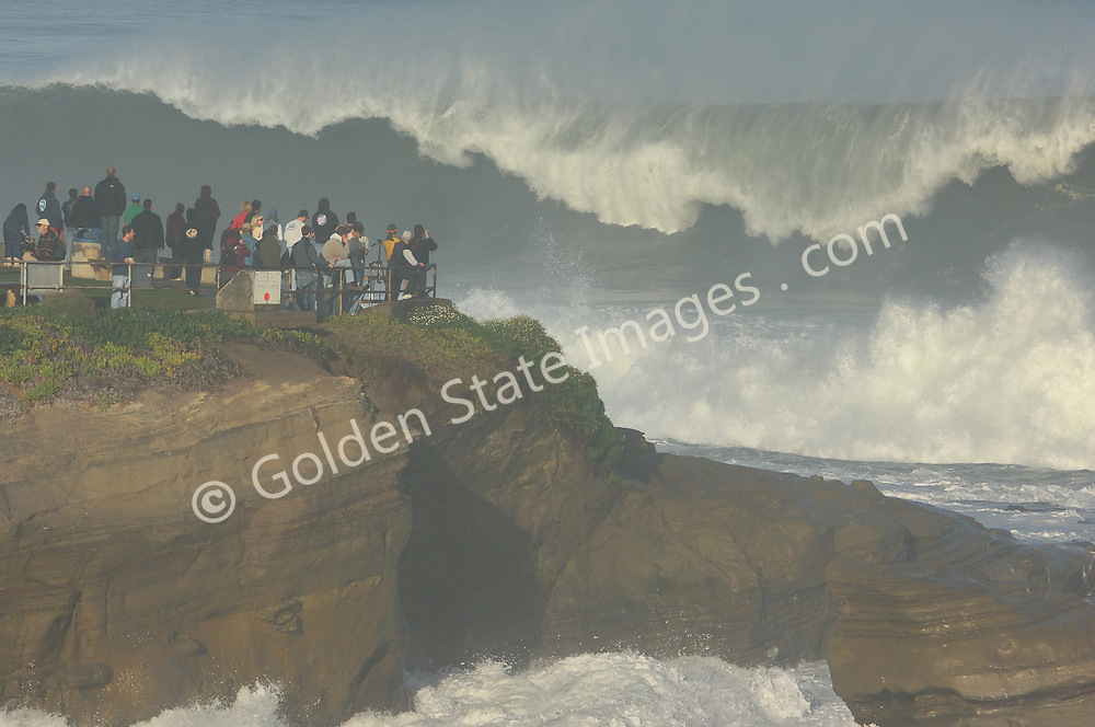 Big waves rolling into La Jolla from a strong Pacific storm <br /> <br /> There are big days and then there are epic days. In December 2005 some of the largest surf to be seen in twenty years rolled into southern California. Sets to 30 feet.