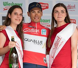 08.07.2017, Wels, AUT, Ö-Tour, Österreich Radrundfahrt 2017, 6. Etappe von St. Johann/Alpendorf nach Wels (203,9 km), Siegerehrung, im Bild Stefan Denifl (AUT, Team Aqua Blue Sport) im Trikot des besten Österreichers // Stefan Denifl of Austria (Aqua Blue Sport) wearing the jesey best Austrian rider on Podium during winner ceremony for 6th stage from St. Johann/Alpendorf to Wels (203,9 km) of 2017 Tour of Austria. Wels, Austria on 2017/07/08. EXPA Pictures © 2017, PhotoCredit: EXPA/ Reinhard Eisenbauer