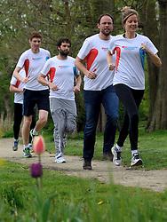 10-04-2014 NED: NY City Marathon training Vriendenloterij, Amsterdam<br /> In het Amsterdamse Vondelparkwerden de eerste meters ggelegd door de lopers van de vriendenloterij / (L-R) Bas, Simon, David en Linda